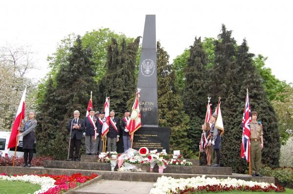 Uroczystość pod pomnikiem katyńskim poprowadził Czesław Maryszczak / fot. Magdalena Grzymkowska